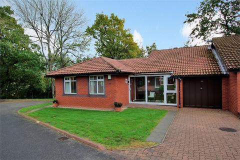 2 bedroom detached bungalow for sale - Cyncoed Avenue, Cyncoed, Cardiff