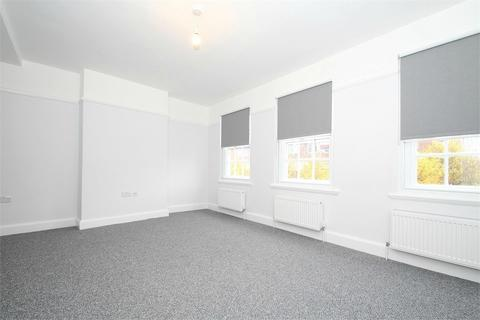 3 bedroom flat to rent - New Parade, High Street, Yiewsley, West Drayton, Middlesex