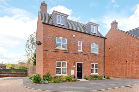 3 bedroom detached house for sale - Old Scholars Close, St. James, Northamptonshire