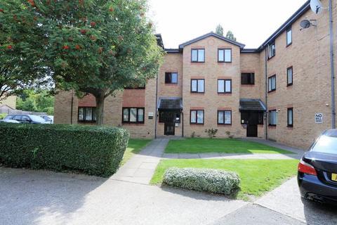 1 bedroom ground floor flat to rent - Pittman Gardens, Ilford