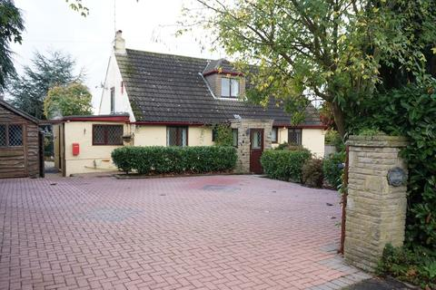 3 bedroom detached bungalow for sale - Second Avenue, Bardsey, LS17