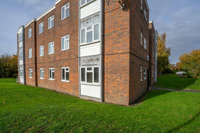 Charles Avenue Chichester 2 Bed Apartment 163 164 950
