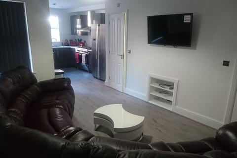 6 bedroom terraced house to rent - Hannan Road, Kensington