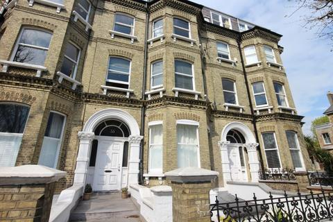 Studio to rent - Cromwell Road