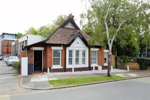 3 bedroom detached house to rent - Park Road, Beckenham