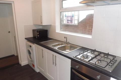 4 bedroom terraced house to rent - *NO STUDENT FEES 2020* Stansted Road, Southsea