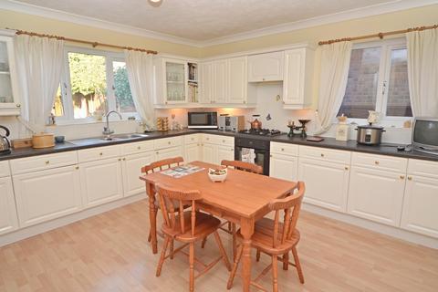 4 bedroom detached house for sale - East End Road, Preston