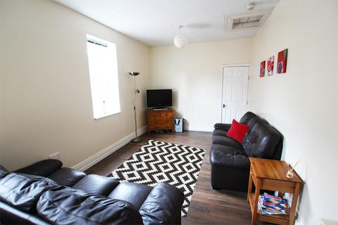 5 bedroom flat to rent - Moss Lane East