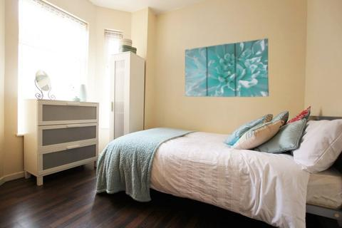 4 bedroom flat to rent - Haydn Avenue