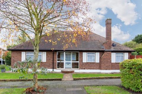 3 bedroom detached bungalow for sale - Almonds Avenue, Buckhurst Hill