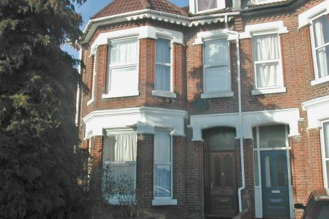 8 bedroom detached house to rent - Alma Road,