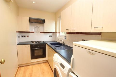 Studio to rent - Beeston Close, Bolton, BL1 7RT
