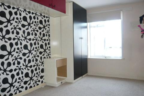1 bedroom flat share to rent - Southern Avenue, Feltham