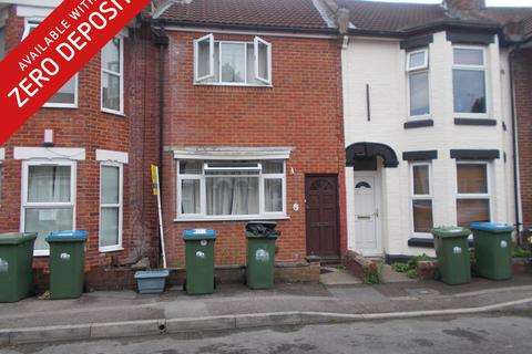 5 bedroom terraced house to rent - Thackeray Road
