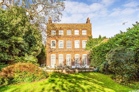 7 bedroom link detached house for sale - High Road, Chigwell, IG7
