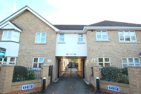 2 bedroom apartment to rent - Wrights Court, Rayleigh Road, Hutton, Brentwood, Essex, CM13