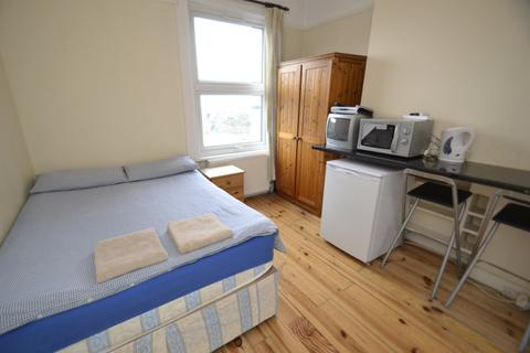 Studio to rent - Holloway Road, Archway