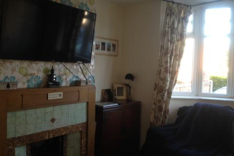 3 bedroom semi-detached house to rent - Grosvenor Road, Oldbury B68