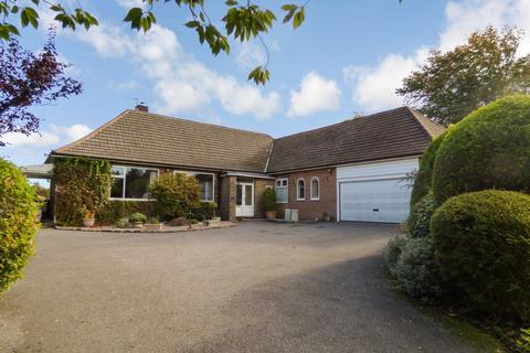 5 bedroom detached bungalow for sale - Buxton Old Road, Disley, SK12