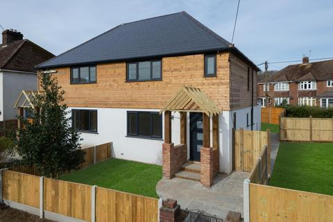 3 bedroom semi-detached house for sale - Rough Common Road, Canterbury, CT2