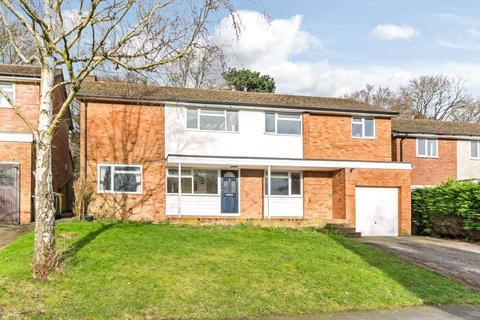 Gaveston Drive, Berkhamsted, Hertfordshire, HP4. 4 bedroom detached house to rent