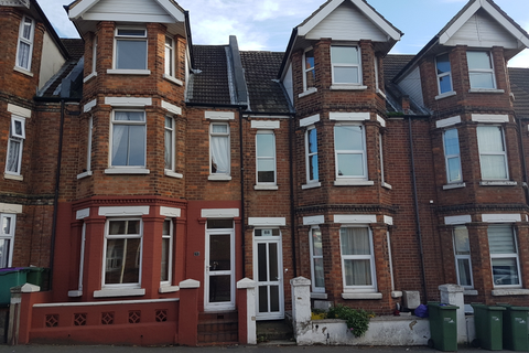 4 bedroom terraced house to rent - Black Bull Road, CT19 5QX