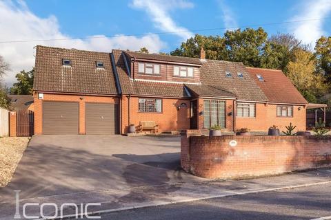 6 bedroom chalet for sale - Low Road, Hellesdon, Norwich