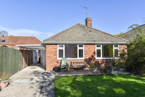 2 bedroom detached bungalow for sale - Whitby Drive, York