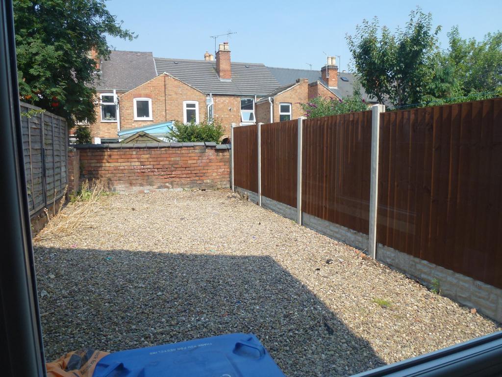 P1010382 rear garden