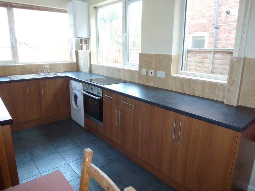 P1010385 kitchen