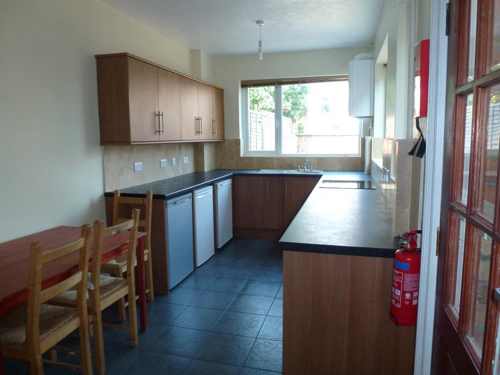 P1010384 kitchen