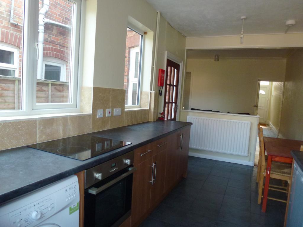 P1010387 kitchen