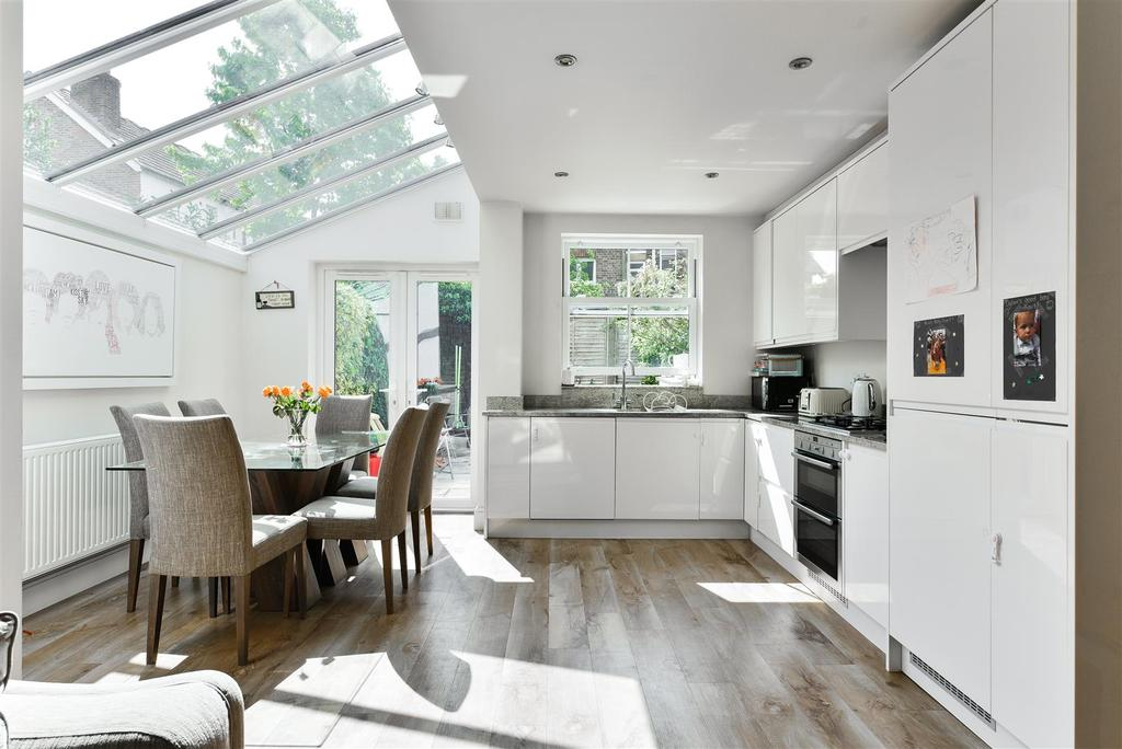 Shrewsbury Road Redhill 48 Bed Semidetached House For Sale £4848 Custom 3 Bedrooms For Sale Set Plans