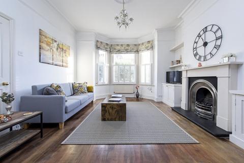 4 bedroom terraced house for sale - Wakehurst Road, Battersea, London