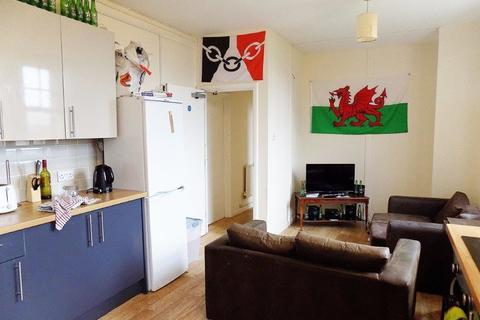 3 bedroom flat to rent - *NO STUDENT FEES 2020* Aylward Street, Portsmouth