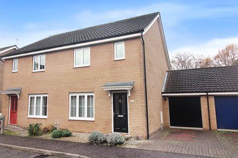 3 bedroom semi-detached house for sale - Mountbatten Drive, Norwich