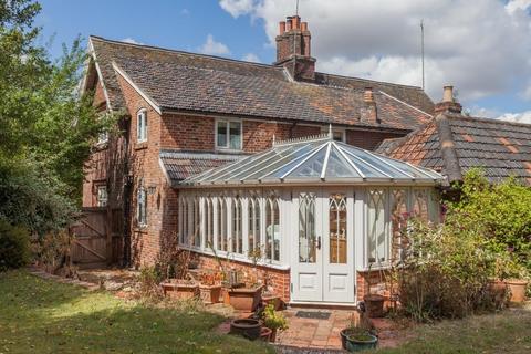 3 bedroom semi-detached house for sale - Yaxham