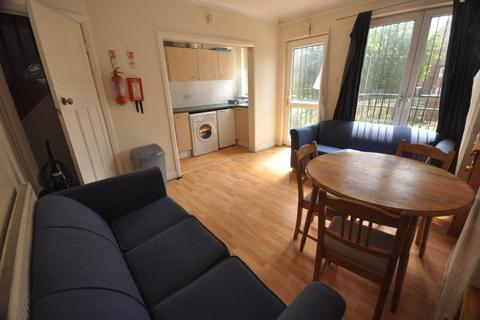 3 bedroom house share to rent - Victoria Road, Hyde Park, Leeds LS6 1DR