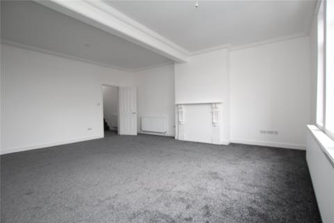 2 bedroom house share to rent - Top Floor Flat, London Road, Gloucester, GL1