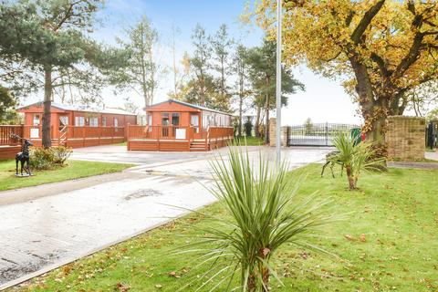 2 bedroom detached house for sale - Oak Tree Lodge, Cliffe Country Lodges, Cliffe Common, Selby, YO8 6PA