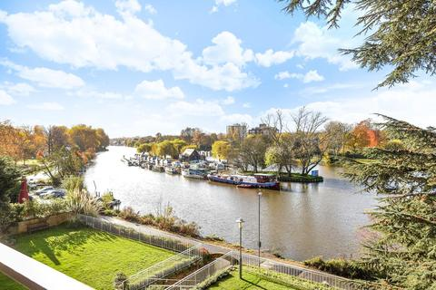 2 bedroom flat for sale - Albany Park Road, Kingston upon Thames
