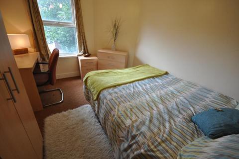 2 bedroom flat share to rent - Kensington Terrace, Hyde Park, Leeds LS6 1BE