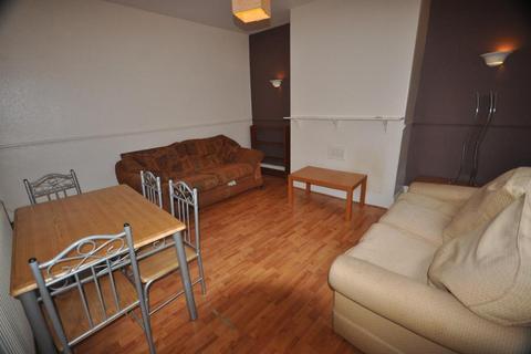2 bedroom terraced house to rent - Harold Mount, Hyde Park, Leeds LS6 1PW