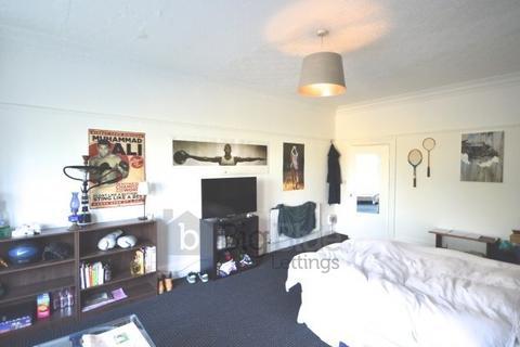 10 bedroom terraced house to rent - Moorland Road, Hyde Park, Leeds