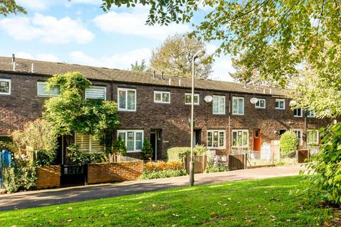 3 bedroom terraced house for sale - Dowdeswell Close, London, SW15