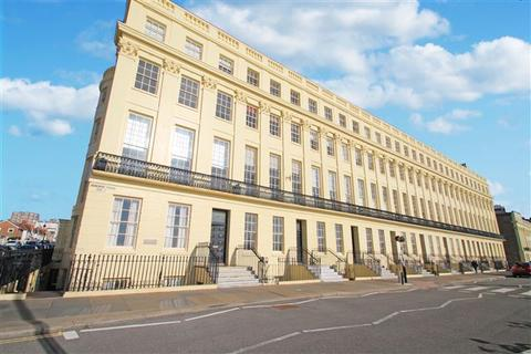 2 bedroom flat for sale - Brunswick Terrace, Hove