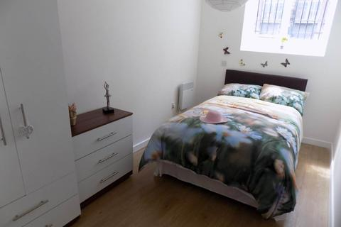 2 bedroom flat to rent - Airedale House , Sunbridge road ,