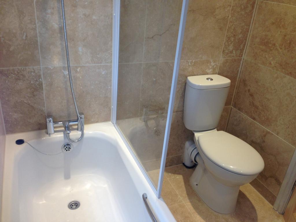 IMG 3509 bathroom