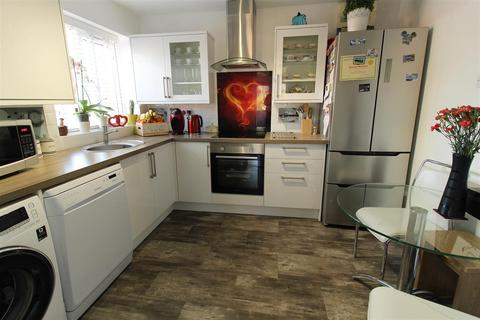 2 bedroom detached bungalow for sale - Beaufort Drive, Binley.