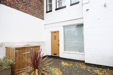 3 bedroom apartment to rent - Lark Lane Floor Flat), Liverpool